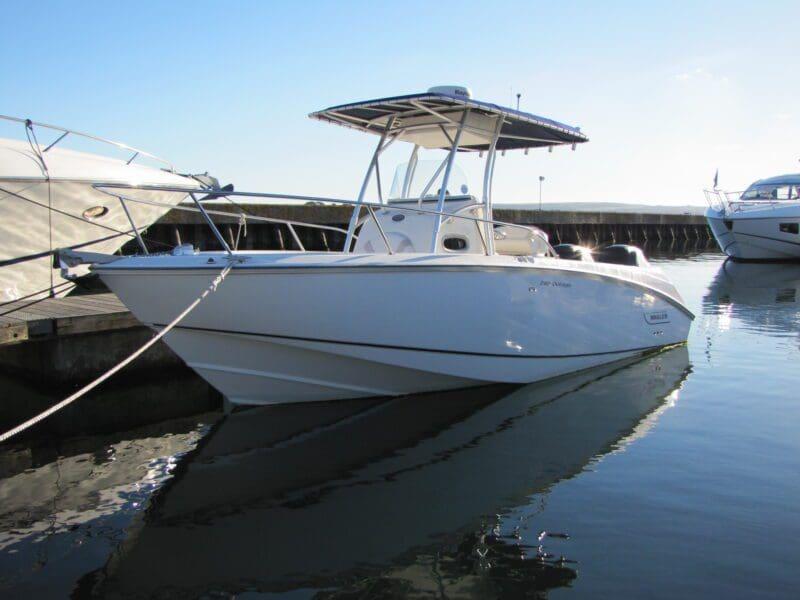 Boston Whaler 240 for sale
